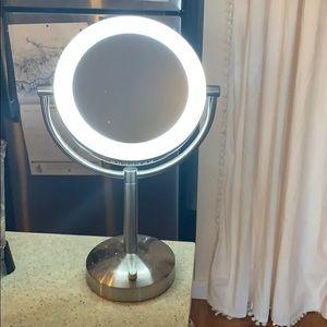 Brookstone light up mirror